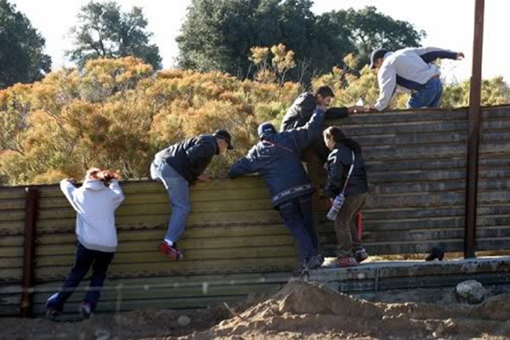 Immigrants Jumping Fence to enter USA/ Canada illegally